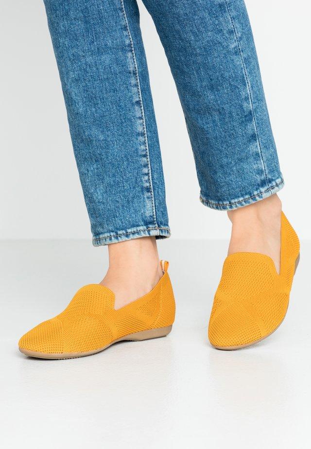 Półbuty wsuwane - saffron
