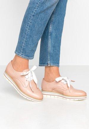 LACE UP - Volnočasové šněrovací boty - rose