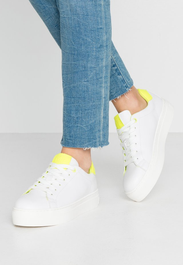 LACE UP - Sneaker low - white/neon yellow