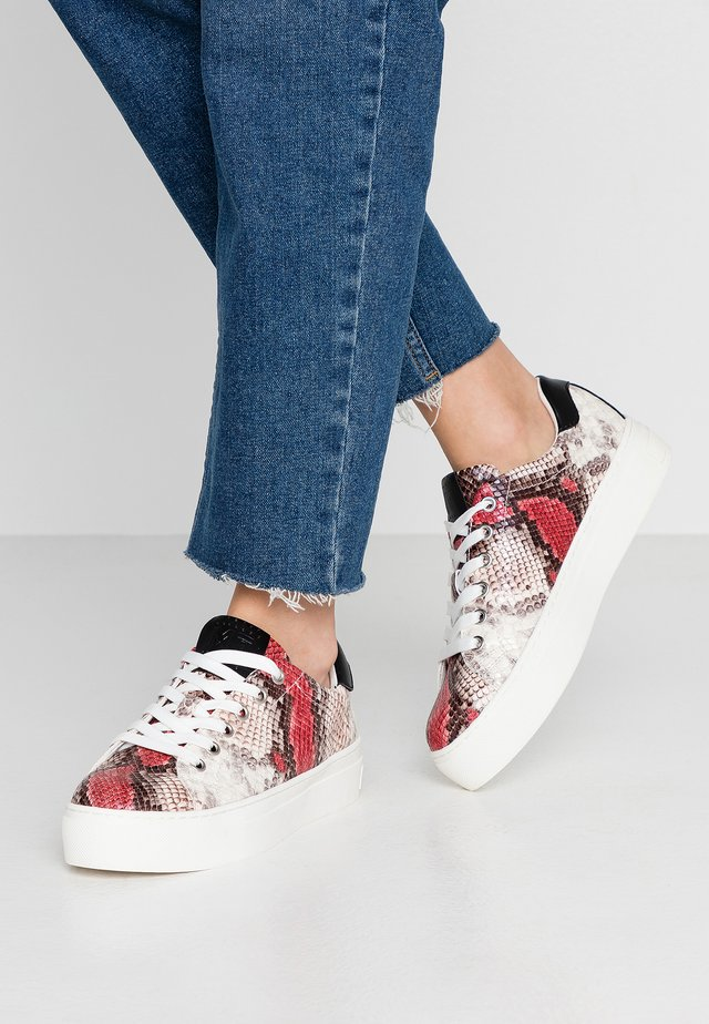 LACE UP - Trainers - vino