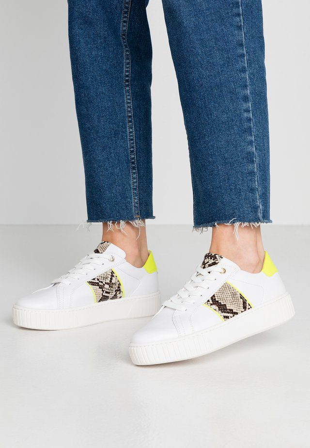 LACEUP - Sneaker low - white/neon yellow