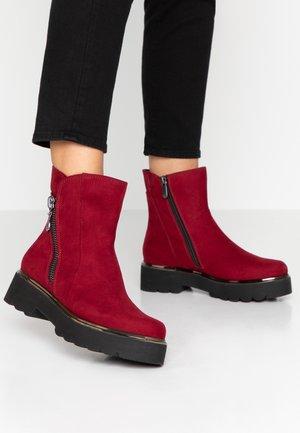 Kotníkové boty na platformě - chianti