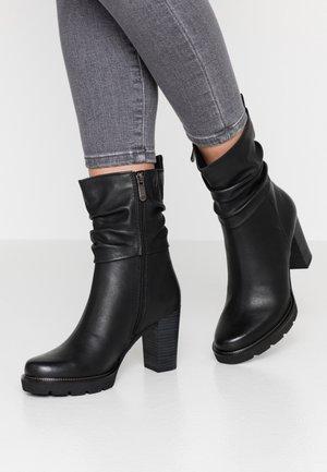 High Heel Stiefelette - black antic