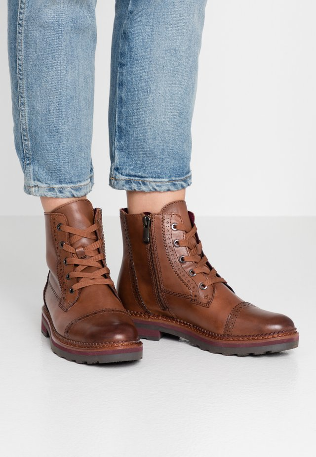 Lace-up ankle boots - cognac antic