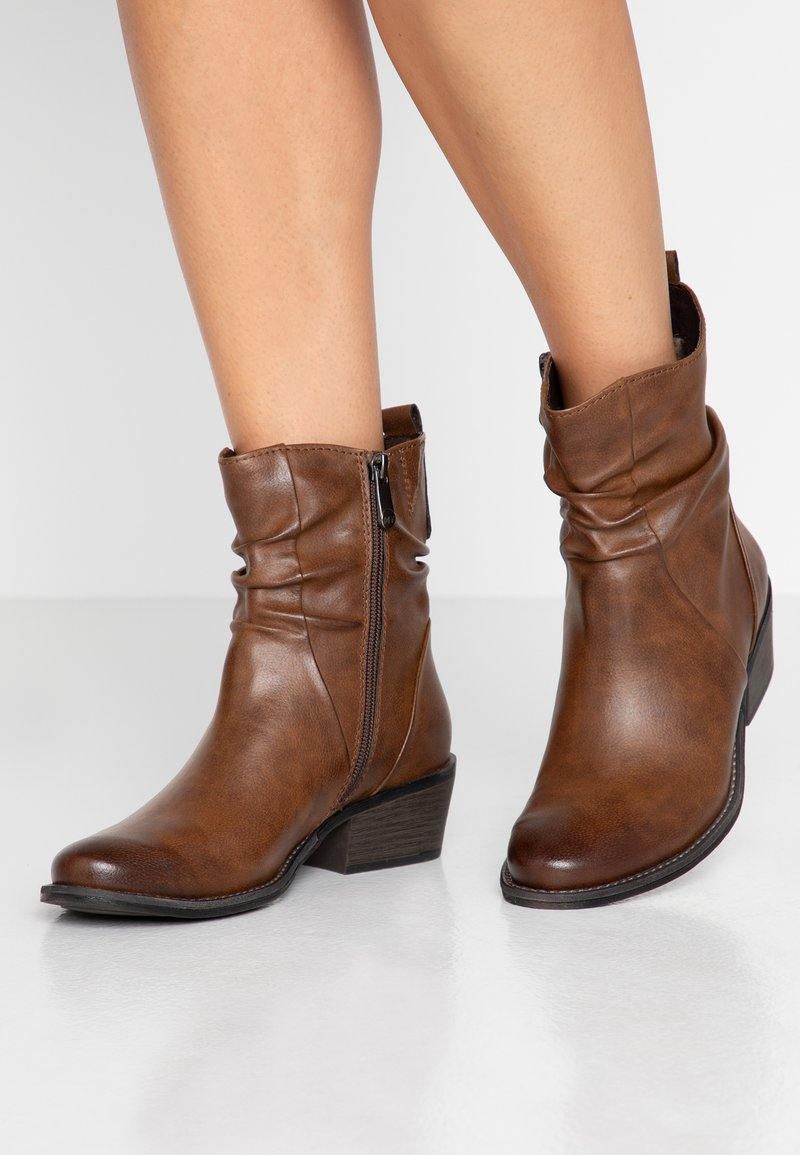 Marco Tozzi - Classic ankle boots - chestnut antic