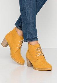 Marco Tozzi - Ankle Boot - saffron - 0