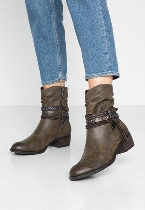 BOOTS - Kovbojské/motorkářské boty - khaki