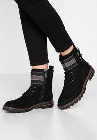 Marco Tozzi - Šněrovací kotníkové boty - black - 0