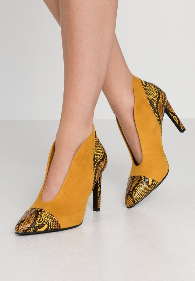 High heeled ankle boots - saffron