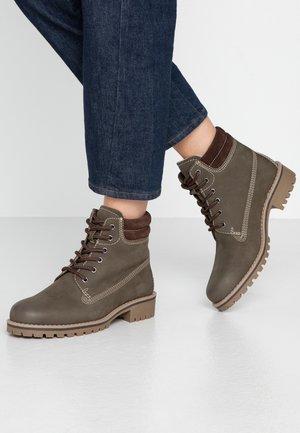 Šněrovací kotníkové boty - khaki/mocca