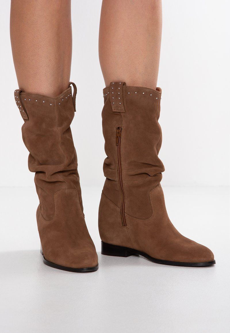 mint&berry - Wedge boots - cognac