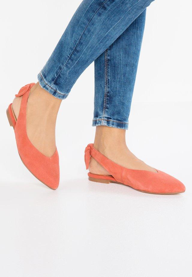Bailarinas - coral