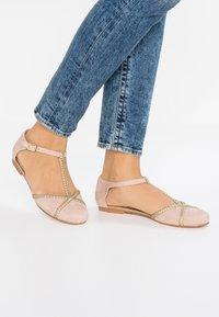 mint&berry - Ballerina med reim - beige - 0
