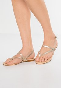 mint&berry - T-bar sandals - gold - 0