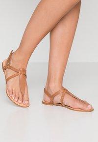 mint&berry - Sandály s odděleným palcem - cognac - 0