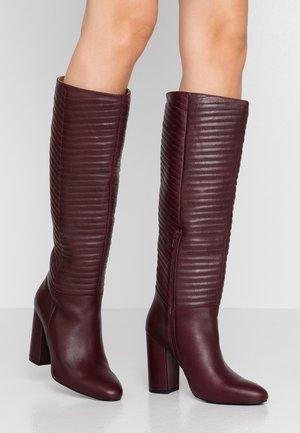 Boots med høye hæler - bordeaux