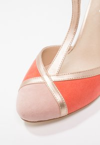 mint&berry - High heels - coral/gold - 6