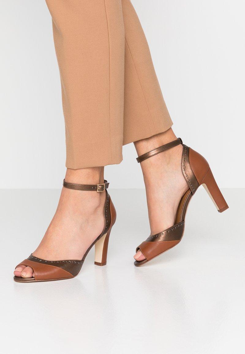 mint&berry - Peeptoe heels - cognac