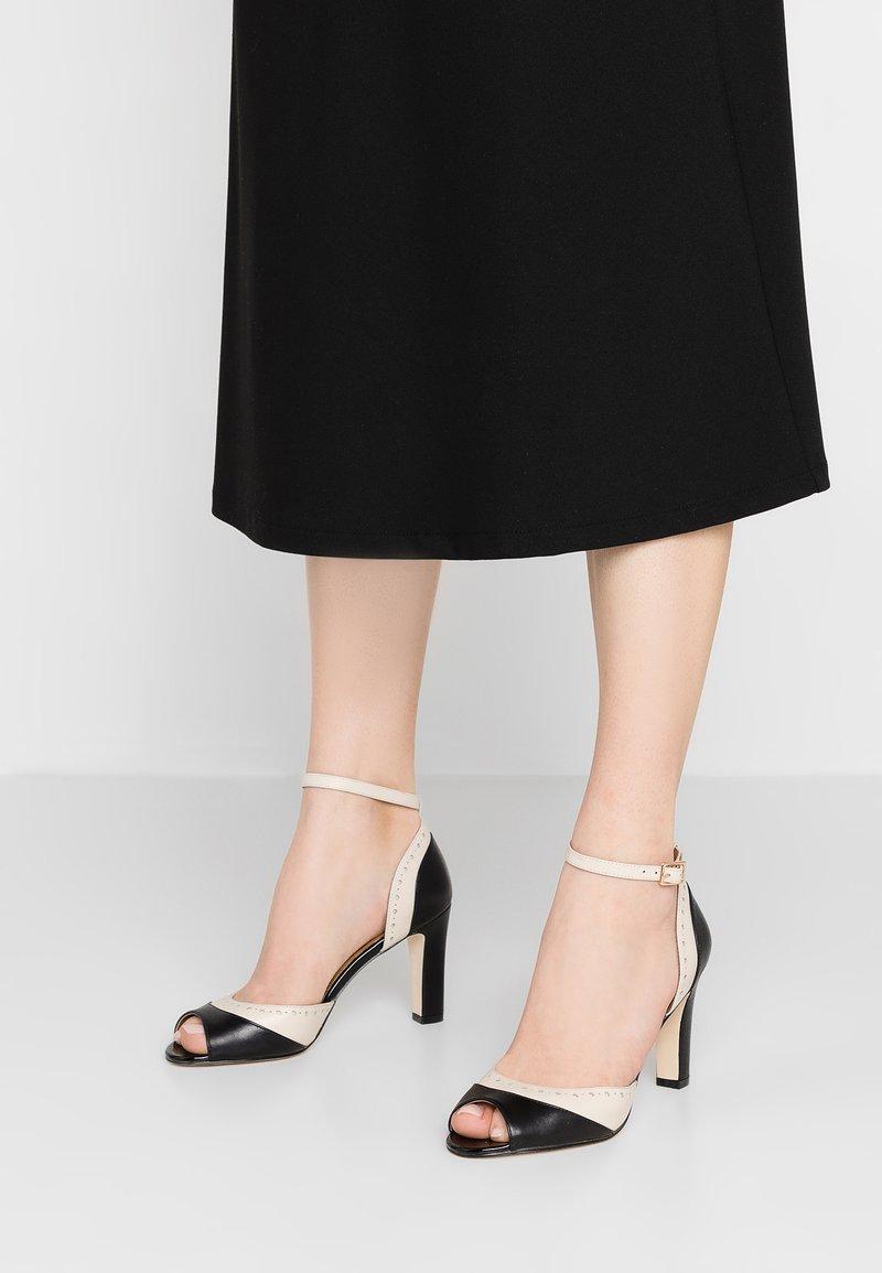mint&berry - Peeptoe heels - black