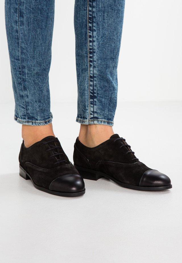 Stringate - black