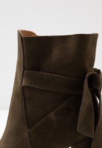 mint&berry - Classic ankle boots - khaki - 2