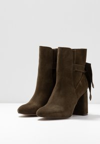 mint&berry - Classic ankle boots - khaki - 4