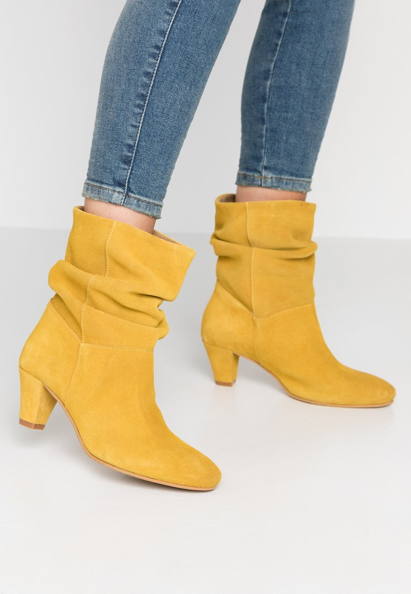 mint&berry - Classic ankle boots - yellow