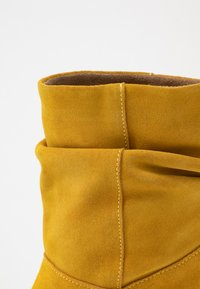 mint&berry - Classic ankle boots - yellow - 2