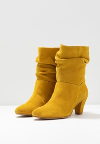 mint&berry - Classic ankle boots - yellow - 4