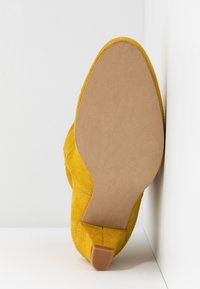 mint&berry - Classic ankle boots - yellow - 6
