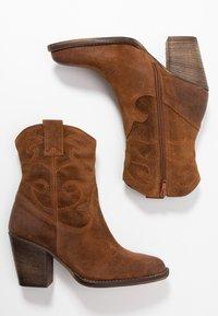 mint&berry - Cowboy/biker ankle boot - cognac - 3