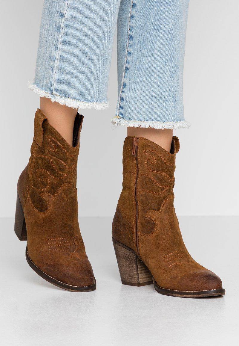 mint&berry - Cowboy/biker ankle boot - cognac