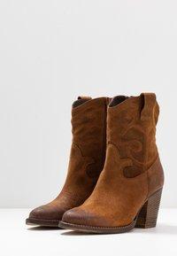 mint&berry - Cowboy/biker ankle boot - cognac - 4