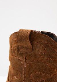 mint&berry - Cowboy/biker ankle boot - cognac - 2
