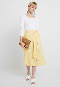 mint&berry - SKIRT WITH BUTTON LEDGE - A-line skirt - yellow/white - 1
