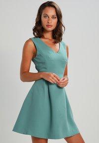 mint&berry - Robe d'été - sagebrush green - 0