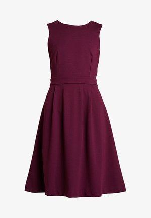 Žerzejové šaty - windsor wine