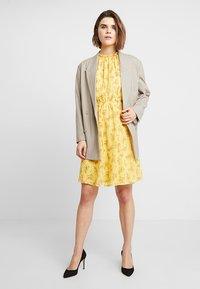 mint&berry - Day dress - yellow - 2