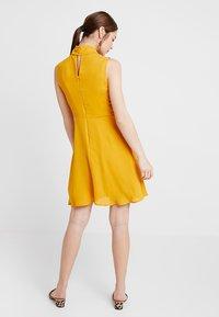 mint&berry - Korte jurk - yellow - 3