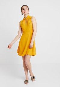 mint&berry - Korte jurk - yellow - 0