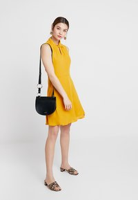 mint&berry - Korte jurk - yellow - 2