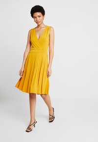 mint&berry - Jersey dress - golden yellow - 1