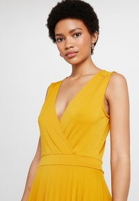 mint&berry - Jersey dress - golden yellow - 3