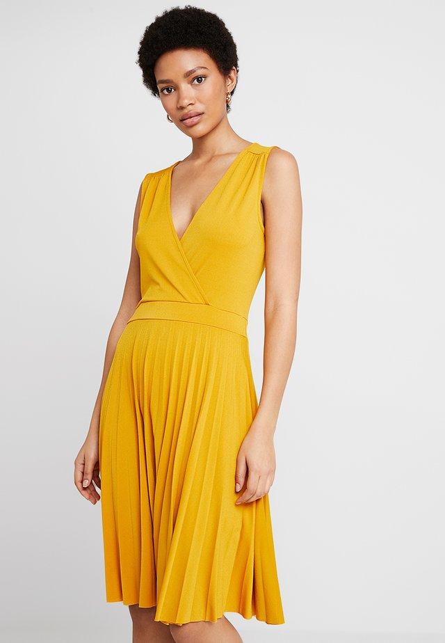 Sukienka z dżerseju - golden yellow