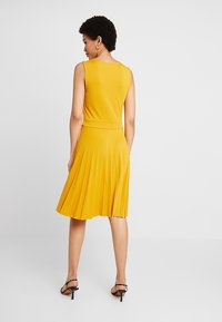 mint&berry - Jersey dress - golden yellow - 2
