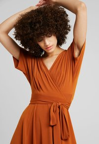 mint&berry - Jersey dress - caramel cafe - 3