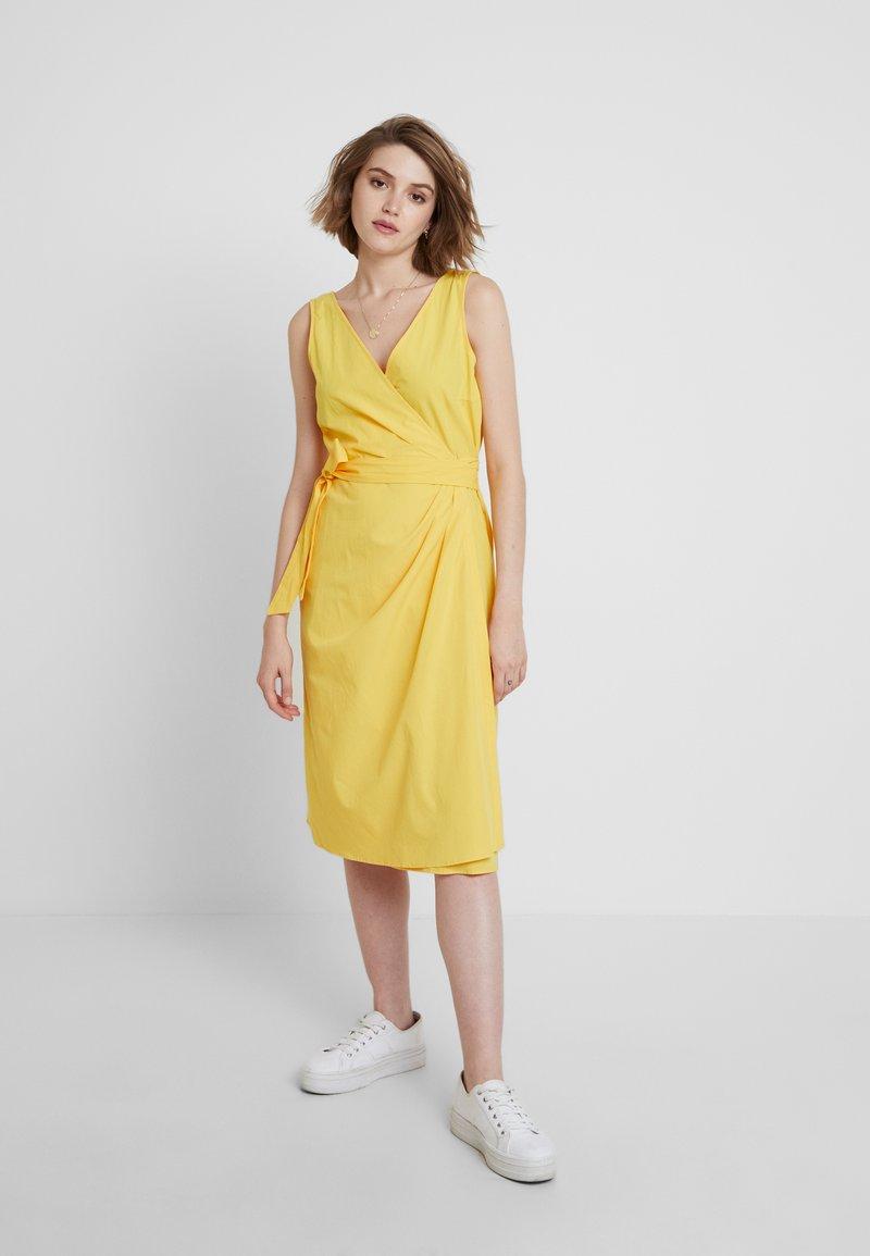 mint&berry - Vardagsklänning - yellow