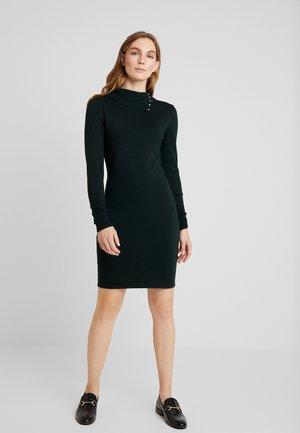 Stickad klänning - dark green