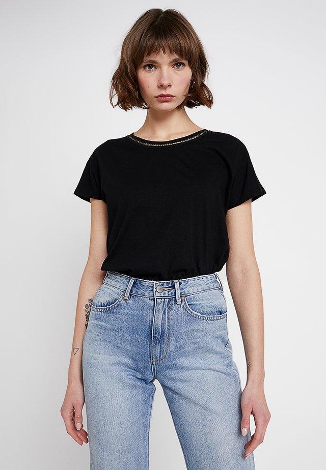 T-shirt z nadrukiem - gold/black