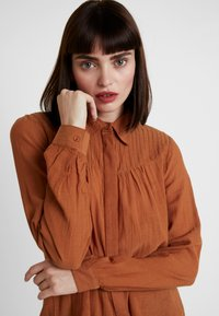 mint&berry - Button-down blouse - caramel cafe - 4